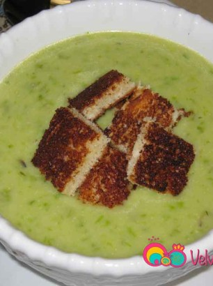 Empty soup into serving bowls and add a few toast pieces as croutons.