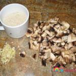 Chopped mushrooms, garlic and Calrose rice