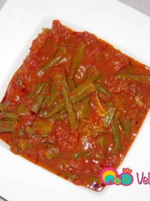 Okra in Garlic Tomato Sauce